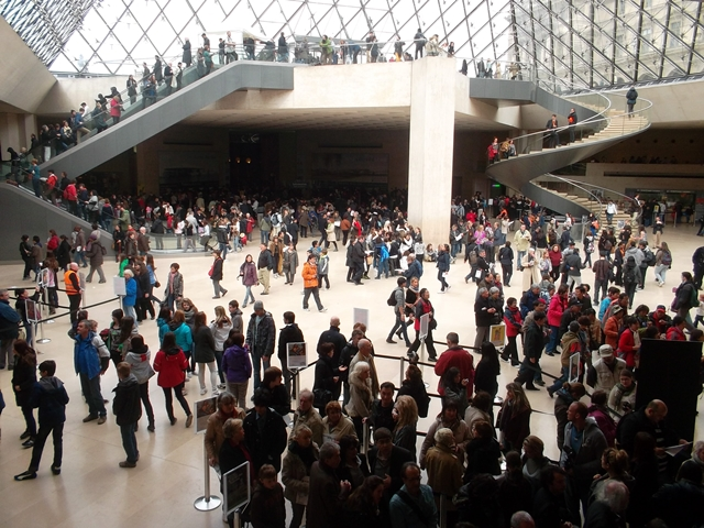 A normal day in the Louvre Museum