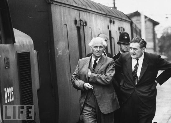 Malcolm Fewtrell (centre) investigating the robbery