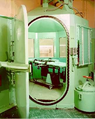 The lethal-injection chamber in California's San Quentin Prison.